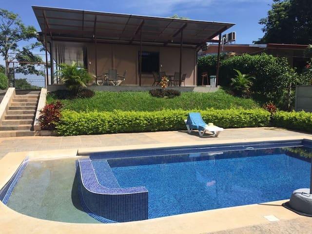Villas equipadas cerca de Jacó