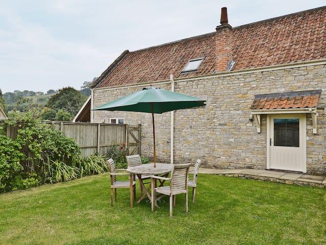 Honeystring Cottage (26884)