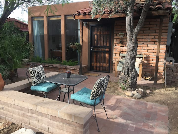 Charming Casita,  central, quiet and green locale!