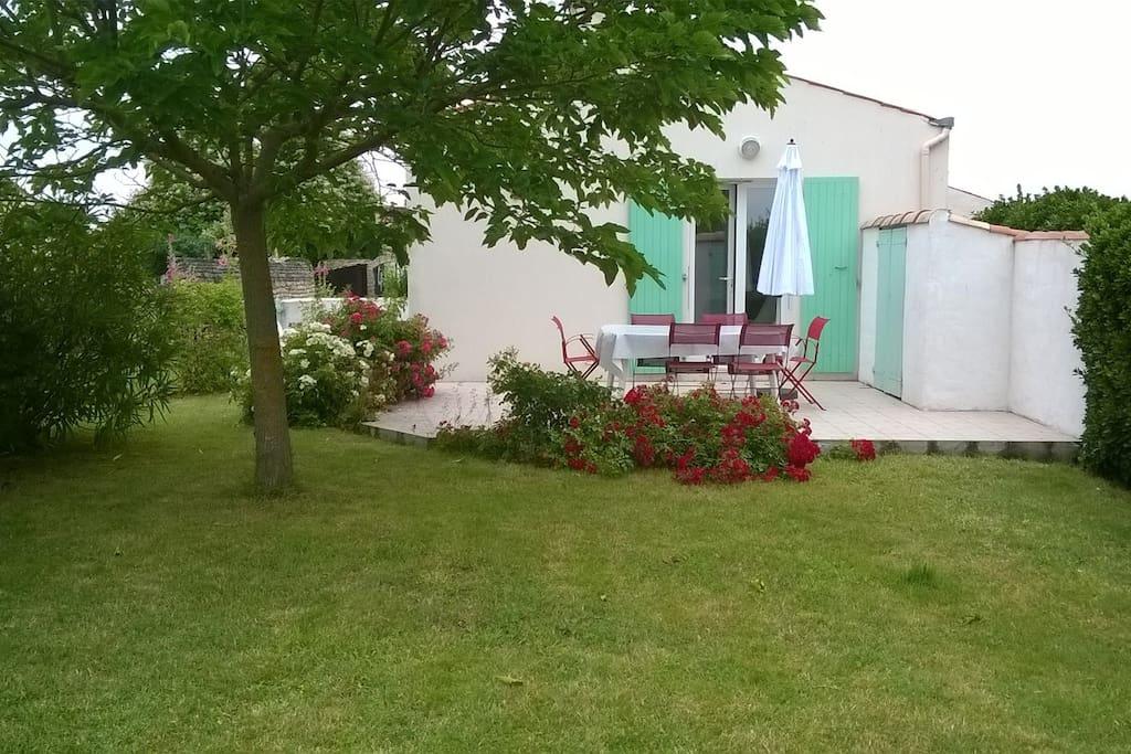 Maison sympa de 2 4 pers agr able jardin clos for Aquatic sport center jardin balbuena