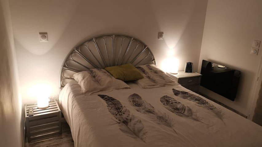Chambre 3, suite parentale lit 140x190, dressing.