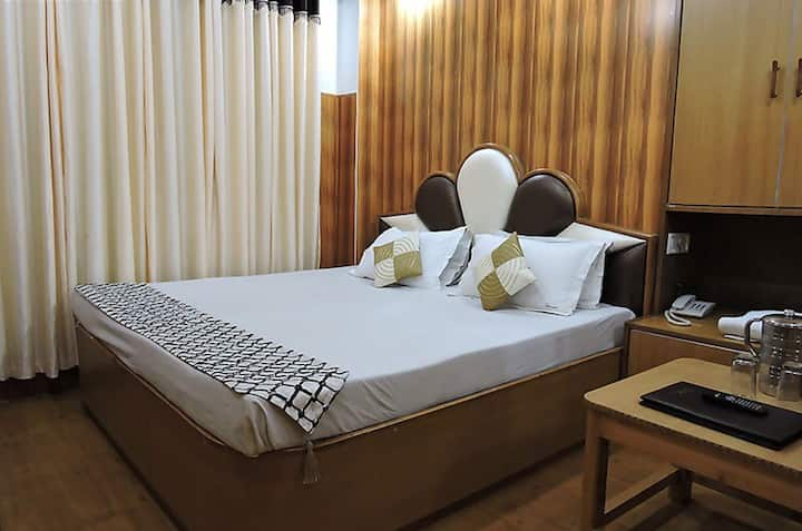 Semi Deluxe room at Hotel Chaman Palace
