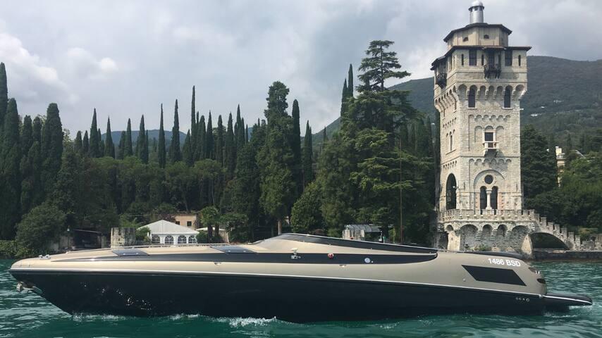Motoscafo Sportivo in tutto il Lago