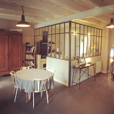 Appartement +de200m2 immeuble 1790 - Aubusson - Huoneisto