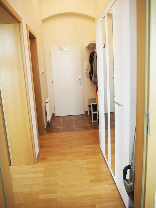 Hallway with shoe cabinet and rack. Washing machine for 4kg of laundry. Underfloor heating under the tiles.
