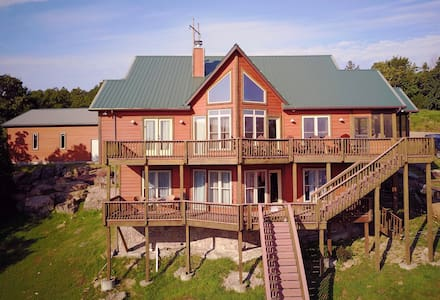 Luxury Lakefront Secluded Lodge 1-3 PETS OK w/$Fee