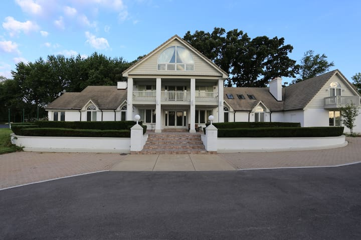 Country Mansion - huge lot w/ indoor pool/hot tub. - Naperville - Ev