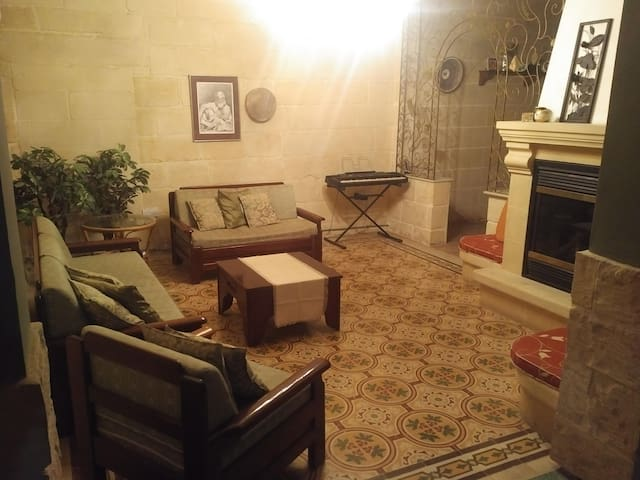 Quiet & Peaceful 3, Close to Airport - Ħal Għaxaq - House