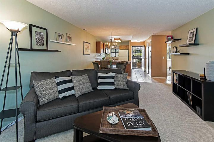 Winning Reno Condo! 2B/1Ba, pool with garden views - Reno - Condominio