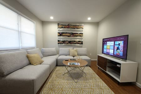 Cute, Stylish and Comfy Ranch Close to Uptown!