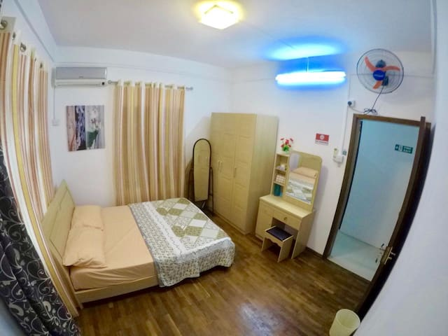 GROUND FLOOR 2ND BEDROOM AIR-CONDITIONED