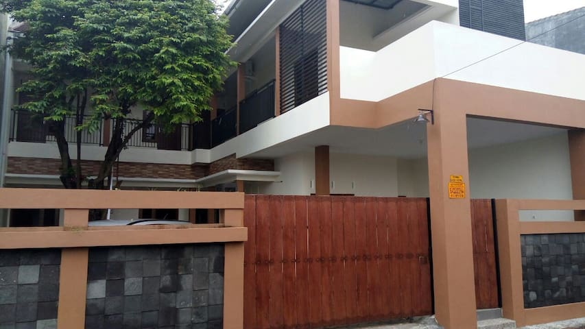 Saqueena guest house, room for woman only