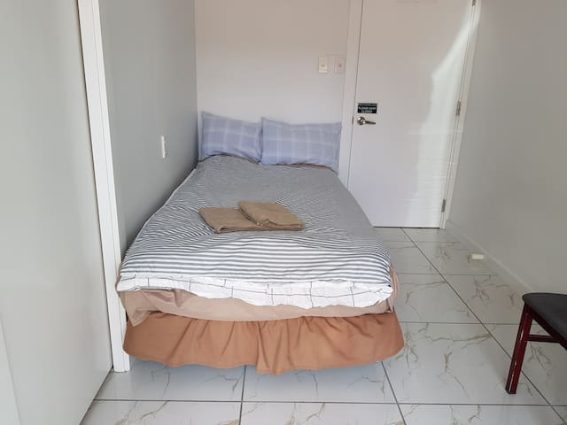 Private, king-single room, UC/CCEL/City