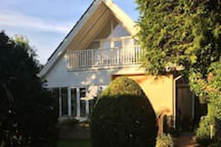 Cosy Villa in Hellerup, near Sea and City. - Hellerup - House