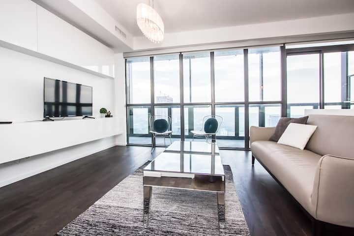 UNIQUE LUXURY 1BDRM 1BTH in DOWNTOWN CORE+PARKING
