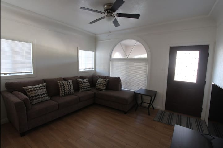 Spacious new remodeled home - Quiet Neighborhood