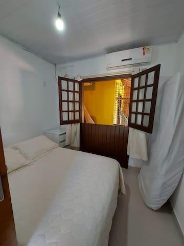 quarto com varanda e rede