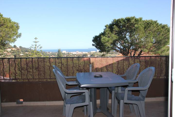 Sea view appartment close to shops - Bormes-les-Mimosas - Lägenhet