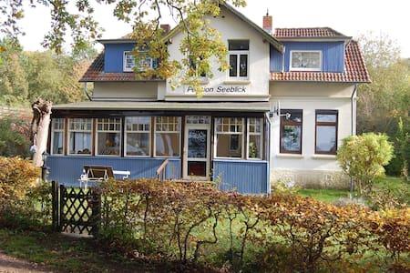 Direkt am Kellersee mit eigenem Steg - Eutin - บ้าน