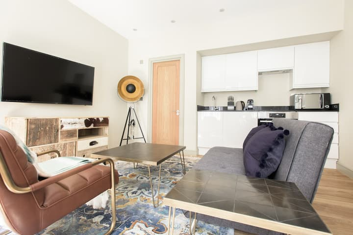 The Mayfair Parade - Trendy 1BDR Pied-a-Terre