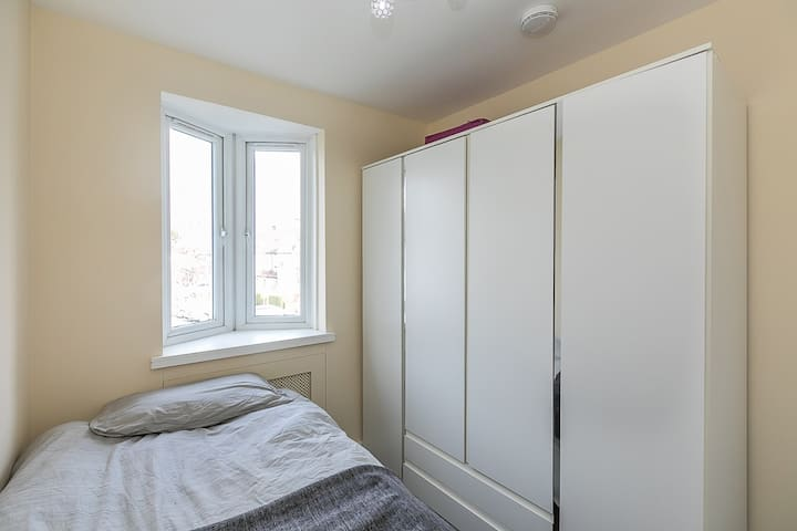 Small Single-Room Wembley/ Alperton