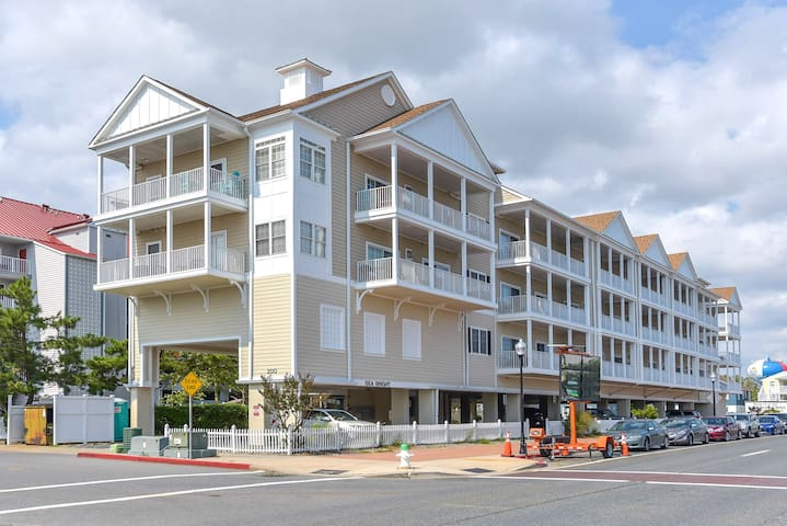 129-Luxury condo closer to downtown Ocean City with free Wifi.