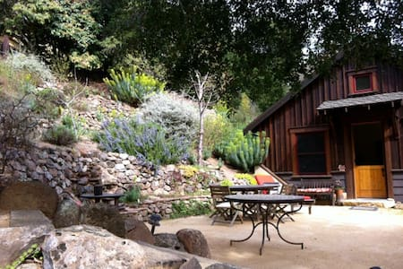 750 sf private Guesthouse with loft - Orinda