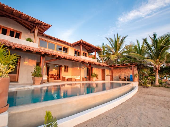 La Nueva, Custom Built, Luxury Villa on the Beach!