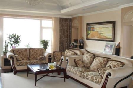 Xinghai Guobao Luxury 2000 sqf condo 星海国宝海边豪华公寓 - Dalian - Lejlighedskompleks