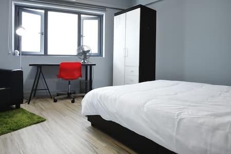 Town - Room 1D - Singapore - Loft