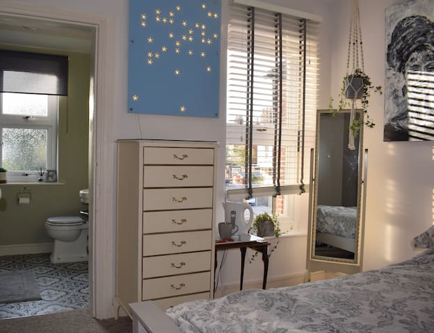 King size room with Private traditional bathroom