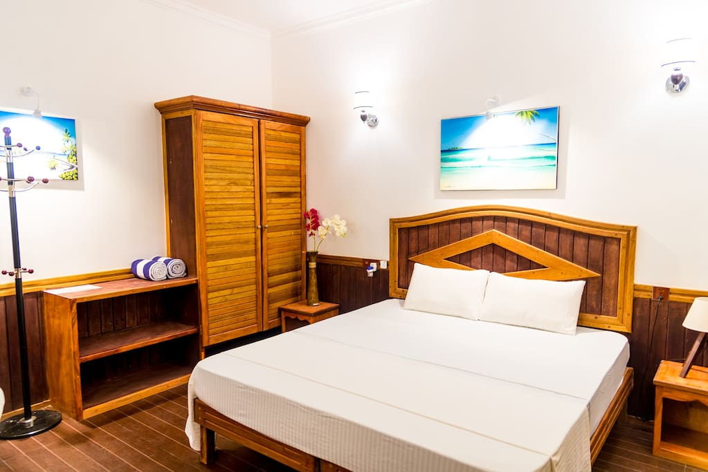 one of 5 air-conditioned DELUXE ensuite rooms