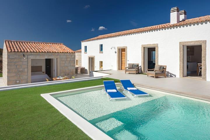 Villa tipica di campagna vista mare con piscina