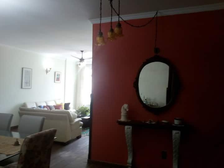 Apartamento Gonzaga  Santos com ar condicionado.