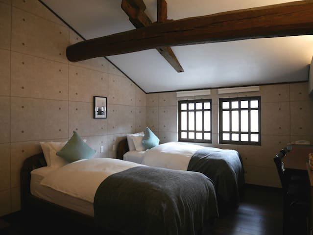 [Breakfast incl.] Machiya Hotel (Built 150 years) ,Guest room's shower. In Udatsu-Lined old streets