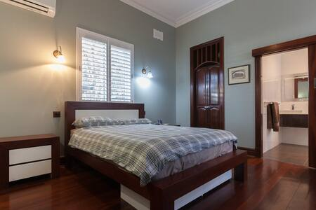 Large room with on ensuite bathroom 4 - East Victoria Park