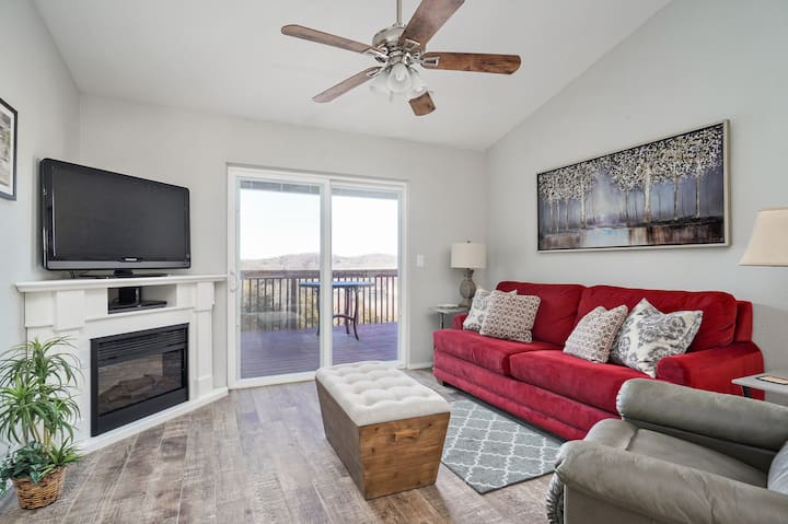 GREAT LOCATION! Beautiful Lakeview! Close to SDC