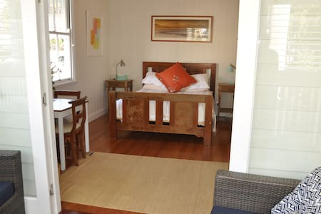 Room private deck, leafy quiet area - Woolloongabba, Brisbane