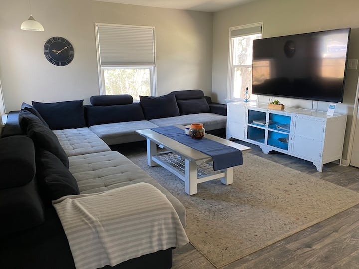 4 King Beds👑WiFi!🖥Pet friendly!🐶Close to Downtown!