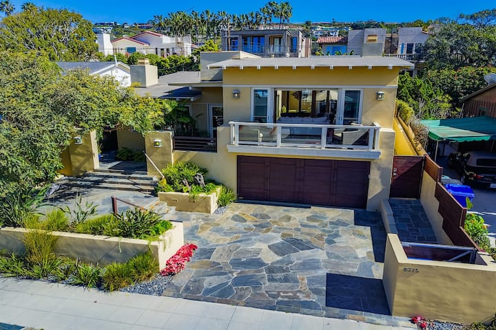 Ideal La Jollas Shores Location! Ocean views, fire pit, and hot tub!
