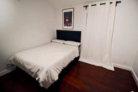 Room B: Cozy/Modern Private Bedroom near DCA