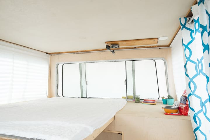 *Houseboat Camping w/ view of city & Space Needle! - Seattle - Boat