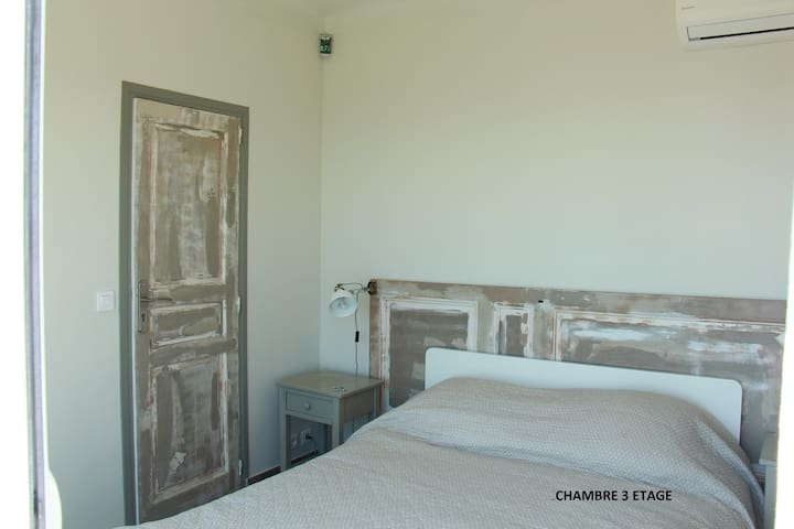 1rst FLOOR :Bedroom 3 air conditioned  (bed 140 cm)   and wardrobe                1er ETAGE : Chambre 3 climatisée (lit 140 cm) et grand placard