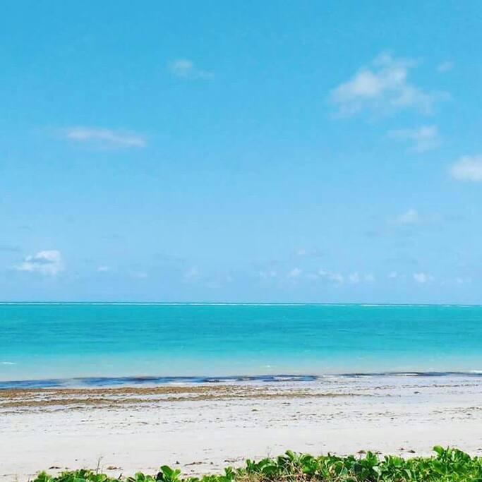 Foto exibe o azul intenso do formoso e maravilhoso mar de Formosa.