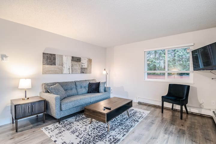 Cloverdale Modern & Spacious Ground Level Suite
