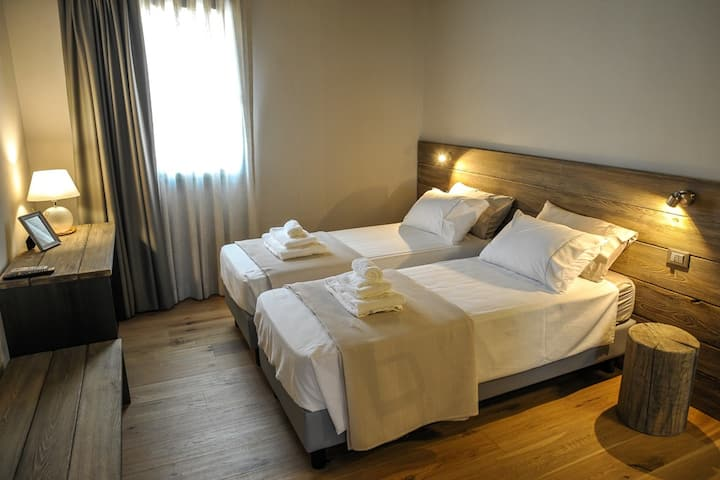 ANTONIO Romantic Suite | Garda Lake and Venice
