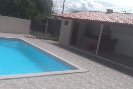 Suíte Luxo 2 c/piscina,churrasqueira,próximo praia