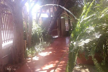 Villa intera con giardino e parcheggio - Valenzano