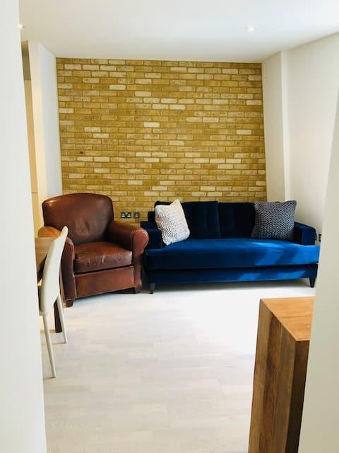 Modern 2 Bedroom — SUPER Central