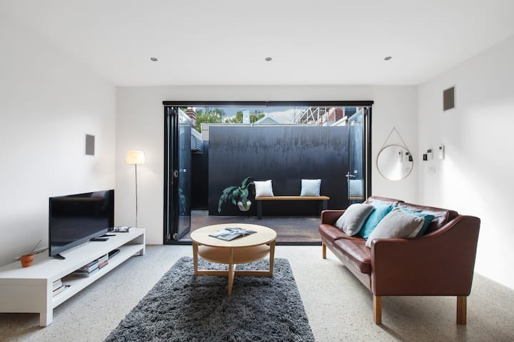 Modern, fully-equipped Double Storey Home Near CBD
